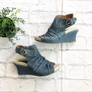 Earthies Bonaire Too Blue Leather Wedges 7